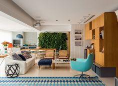Com espaços integrados e varanda gourmet, apê reformado vira ponto de encontro da família