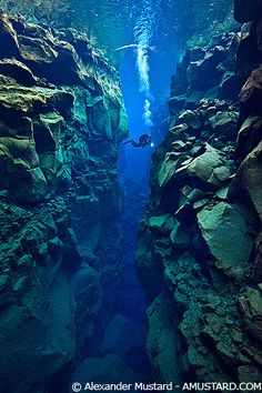Gisli in Silfra Canyon - The growing gap between 2 tectonic plates
