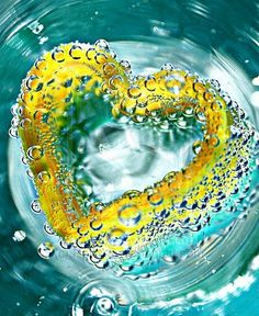 Yellow heart in turquoise blue water - More wonders at… Yellow Turquoise, Blue Yellow, Purple, Heart Pictures, I Love Heart, Heart Art, Mellow Yellow, Love People, Belle Photo