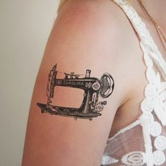 This temporary tattoo is perfect for sewing loving crafters! A lovely temporary tattoo of a vintage sewing machine. Trendy Tattoos, Love Tattoos, Body Art Tattoos, Tatoos, Diy Tattoo, Tattoo You, Costura Vintage, Sewing Machine Tattoo, Tatuagem Diy