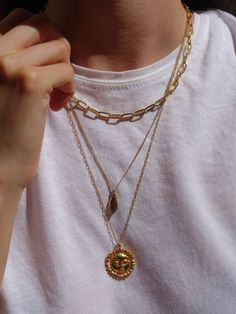 The sun + essentials - The sun morgana necklace, choker morgana necklace, gold jewelry, gold necklace, how to mix chains - Cute Jewelry, Jewelry Accessories, Jewelry Trends, Jewelry Bracelets, Leather Accessories, Jewelry Art, Beaded Jewelry, Silver Jewelry, Jewelry Scale