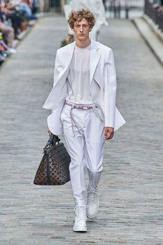 Louis Vuitton Spring 2020 Menswear Fashion Show - Vogue Men Fashion Show, Men's Fashion, Fashion Show Collection, Fashion 2020, Runway Fashion, Spring Fashion, Fashion Trends, High Fashion Men, White Fashion