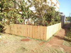 Backyard pallets fence #Fence, #Pallets, #Recycled
