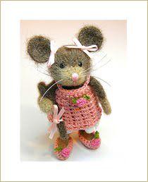 One cute mouse! Felt Mouse, Mini Mouse, Cute Mouse, Needle Felted Animals, Felt Animals, Wet Felting, Needle Felting, Crochet Mouse, Little Critter