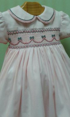 Garland with bows Smocked Baby Clothes, Girls Smocked Dresses, Little Girl Dresses, Smocking Baby, Smocking Patterns, Dress Patterns, Vestidos Teen, Little Girl Fashion, Smock Dress