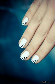 Black and White Strip Nails #Manicure #NailArt