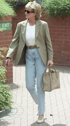 Princess Diana | heatworld.com I like her high waisted jeans and blazer with heels