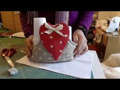 YouTube Christmas Projects, Shibori, Gingerbread Cookies, Couture, Diy And Crafts, Sewing, Sweet, Baby Dresses, Mamma