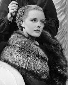 Old Hollywood Glamour, Golden Age Of Hollywood, Vintage Hollywood, Hollywood Stars, Classic Hollywood, Jean Harlow, Rita Hayworth, Classic Actresses, Actors & Actresses