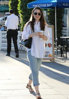 Lily Collins Casual Style 11262018 We've gathered our favorite ideas for Lily Collins Casual Style Explore our list of popular images of Lily Collins Casual Style Casual Work Outfits, Classy Outfits, Chic Outfits, Trendy Outfits, Fashion Outfits, Lily Collins Casual, Lily Collins Style, Salwar Designs, Moda Indiana