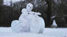 photos of real snowman Winter Fun, Winter White, Funny Snowman, Snow Art, Frosty The Snowmen, Winter Pictures, Outdoor Decor, Ice, Random