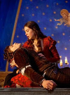 Douglas Booth as Romeo Montague and Hailee Steinfeld as Juliet Capulet in Romeo and Juliet (2013).