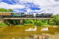 Duplex, de locomotivas, liderado pela N° 505 - Mikado 2.8.2 - L.SCHWARTZKOPFF 1927 + Locomotiva Baldwin n° 401, tracionando o trem turístico de passageiros, da Viação Férrea Campinas Jaguariúna, operada pela ABPF, nos trilhos da extinta Cia Mogiana de Estradas de Ferro. Foto de ANDRÉ GEHRINGER