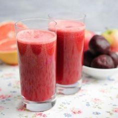 Juices that cleanse the colon: strawberry, pineapple and parsley