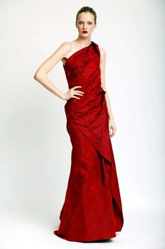 Carolina Herrera Pre-Fall 2010 Fashion Show - Daria Strokous