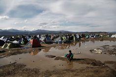 Zeltlager der Gestrandeten: Idomeni ist buchstäblich abgesoffen, große Flächen...