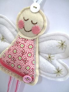 Items similar to Angel for Christmas or Christening in Pink Ditsy Flower Fabric x Large Angel Decoration on Etsy Angel Crafts, Christmas Projects, Felt Crafts, Christmas Crafts, Fabric Flower Tutorial, Fabric Flowers, Felt Christmas Ornaments, Christmas Angels, Felt Decorations