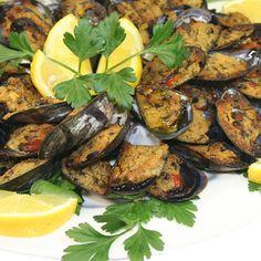 Rezept für Gratinierte Miesmuscheln - frischer Geschmack nach Meer. Wunderbare Vorspeise von Sardinien. Gutes Olivenöl und einfache Zutaten - Cozze Gratinate!