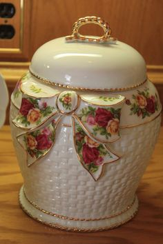 Trash to Treasure! Old Country Rose Cookie / Biscuit Jar found in the Garbage!