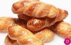Μπισκοτάκια βανίλιας αφράτα | Dina Nikolaou Greek Desserts, Greek Recipes, Greek Cookies, Snack Recipes, Snacks, Recipe Boards, Different Recipes, Pretzel Bites, Sweet Tooth