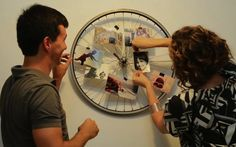 Micaela Góes ensina a criar um charmoso expositor de fotos com aro de bicicleta