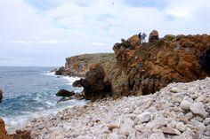 Península da Papôa, Peniche- Brecha Vulcânica É considerado, por alguns autores, um testemunho de um colapso de uma chaminé vulcânica (Andrade, 1937; França et al., 1960; Romariz, 1963-1964; Andrade, 1979).