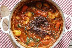 Høyrygg av okse er et fantastisk kjøtt å langtidssteke i ovnen. Kjøttet blir super mørt og du kan dra det lett fra hverandre med en gaffel.Det formelig smelter i munnen. Jeg har bresert... Pot Roast, Food To Make, Chili, Soup, Beef, Ethnic Recipes, Carne Asada, Roast Beef, Chile
