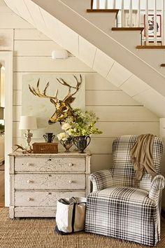 modern farmhouse fall decorating (farmhouse via Southern Living)