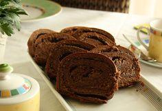 Chocolate-Apple-Hazelnut-Cinnamon-Swirlcake | The Vegetarian Diaries