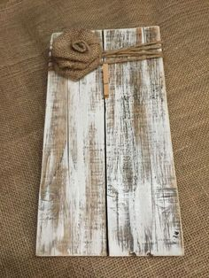 Rustic Wooden Picture Frame / Note Holder / Wooden Frame / Frame Crafts, Wood Crafts, Rustic Farmhouse Decor, Rustic Decor, Dry Brush Painting, Barn Wood Projects, Wooden Clothespins, Wooden Picture Frames, Repurposed Wood