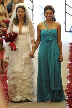 Salve Jorge': Morena, de Nanda Costa, sonha com vestido de noiva megadecotado    Leia mais: http://extra.globo.com/mulher/festa/salve-jorge-morena-de-nanda-costa-sonha-com-vestido-de-noiva-megadecotado