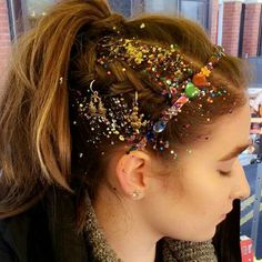 Cabelo com glitter para o carnaval
