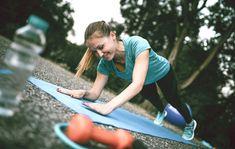 10 liikettä, jotka polttavat tehokkaasti rasvaa ja muotoilevat lihaksia – kotitreeni koko kropalle | Anna.fi Picnic Blanket, Outdoor Blanket, Excercise, Yoga Poses, Beach Mat, Athlete, Wellness, Anna, Sports
