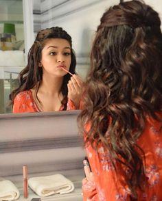 Stylish Photo Pose, Stylish Girls Photos, Stylish Girl Pic, Beautiful Girl In India, Beautiful Girl Photo, Cute Girl Photo, Teen Celebrities, Bollywood Celebrities, Celebs