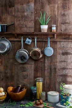 27 Creative Ways to Store and Organize Your Kitchen Pots and Pans ~ Interior Design Inspirations for Small Houses Huge Kitchen, Cheap Kitchen, Kitchen Art, Kitchen Decor, Kitchen Cook, Kitchen Ideas, Best Flooring For Kitchen, Dark Grey Kitchen, Ikea