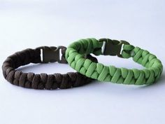 """How to Make a Simplified """"Half Weave"""" Borneo Fishtail Paracord Survival Bracelet - YouTube"""