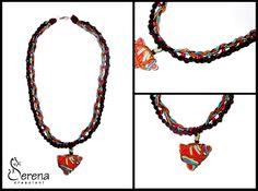 Collana fatta a mano, con cordini in viscosa e pendente in legno smaltato - Serena Creazioni, bijoux handmade