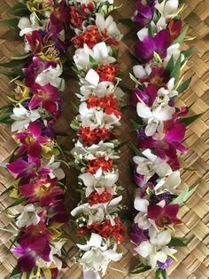 Multi color haku head lei, lei po'o Hawaiian Leis, Hawaiian Flowers, Garland Wedding, Bouquet Wedding, Tahitian Costumes, Multicolor Wedding, Ribbon Lei, Polynesian Culture, Flower Headpiece