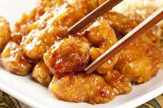 Esta receta de pollo a la naranja es una típica preparación asiática con su característico sabor agridulce. Aprender a realizar esta preparación es tan sencillo como ver este video tutorial que hemos preparado para tí.Los ingredientes de esta receta son muy sencillos de conseguir, incluso es posible que los tenga
