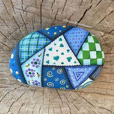 Stone Art Painting, Dot Art Painting, Pebble Painting, Pebble Art, Rock Painting Patterns, Rock Painting Ideas Easy, Rock Painting Designs, Rock Painting Kids, Mandala Painted Rocks