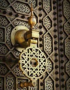 WSH <3 the artistry in this Moroccan door.