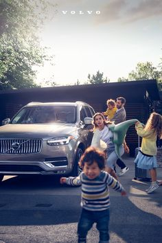 The Volvo XC90 features advanced safety technology that helps protect the ones you love. Cars Usa, Volvo Cars, Volvo Xc90, Fuel Economy, Arrow, Castles, Arrows