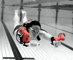 Shoot through the water faster than Aquaman with help from the underwater jetpack. They strap around your wrists and propel you through the water so you can explore deeper and further than you normally could while snorkeling or scuba diving.