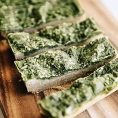 Matcha has so many benefits beyond your standard green tea latte! Here are 20 Healthy Matcha Recipes with Matcha Green Tea so you can benefit from all of its antioxidant health properties! The Healthy Maven, Healthy Tips, Healthy Recipes, Matcha Bars, Quinoa Breakfast Bars, Green Tea Latte, Matcha Green Tea, Protein Bars, Stay Strong