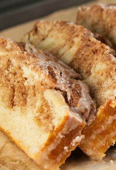 Quick and easy Cinnamon Roll Bread with a cinnamon topping. No yeast required! Quick and easy Cinnamon Roll Bread with a cinnamon topping. No yeast required! Breakfast Casserole With Bread, Breakfast Bread Recipes, Easy Bread Recipes, Easy Cookie Recipes, Breakfast Dessert, Baking Recipes, Dessert Recipes, Pudding Recipes, Breakfast Ideas