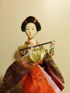 Estátua De Chinesa Com Traje Típico. - R$ 45,00 no MercadoLivre