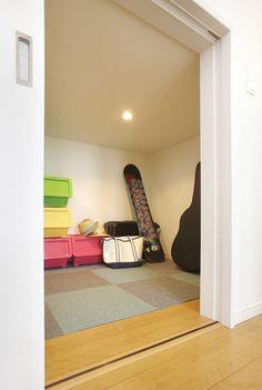 二階の納戸を小屋裏収納にして延床面積を節約するアイディア