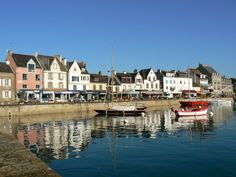 Breizh - Porzh an Dreinded àr Vor (Brittany, La Trinité-sur-Mer harbour). Famous Places In France, Western Coast, Ville France, Am Meer, Tahiti, Beautiful Landscapes, Brittany, Scenery, Ocean