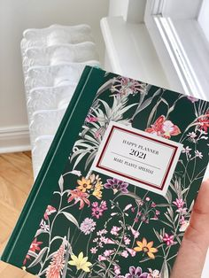 Każdy moment jest dobry na to, by rozwinąć skrzydła. To Ty decydujesz, kiedy zaczniesz pisać nowy rozdział w swoim życiu. Może właśnie dziś? Happy Planner, Notebook, Scrapbook, Journal, Scrapbooking, The Notebook, Exercise Book, Notebooks, Guest Books