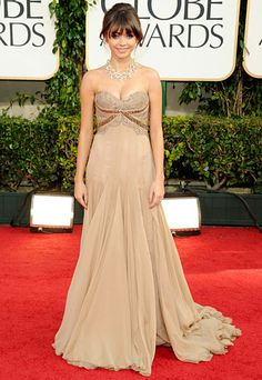 Sarah Hyland @ Golden Globes.. love everything about this..except MAYBE the color.. on me ha